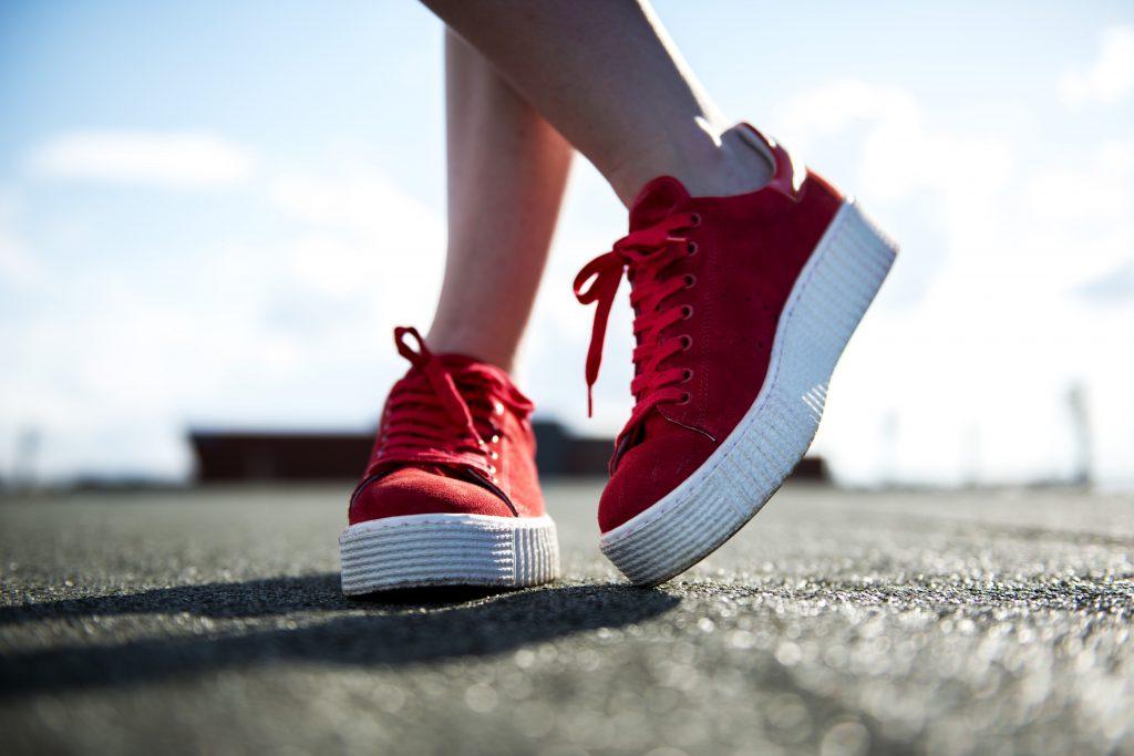 Spring outfit - Sneakers Bent Merkschoenen